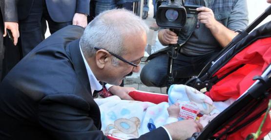 Bakan Elvan Karaman'da Esnaf ve Vatandaşlarla Görüştü