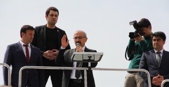 """Bakan Elvan: """"Vatandaşına hizmet etmeyen hiçbir bürokratla yolumuza devam etmeyeceğiz"""""""