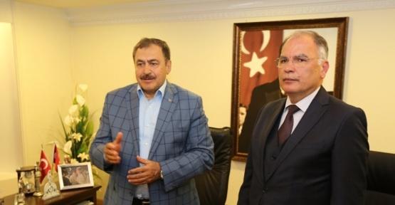 Bakan Eroğlu, Selçuk Belediyesini ziyaret etti