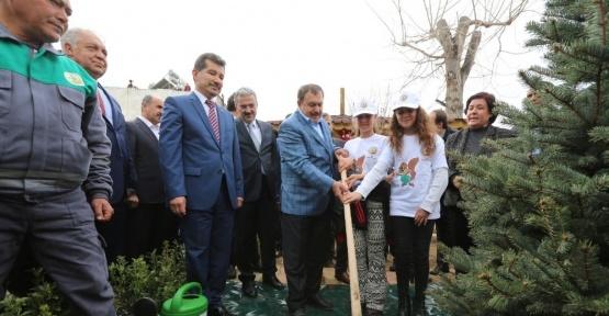 Bakan Eroğlu, Selçuk'a müjdeli haberlerle geldi