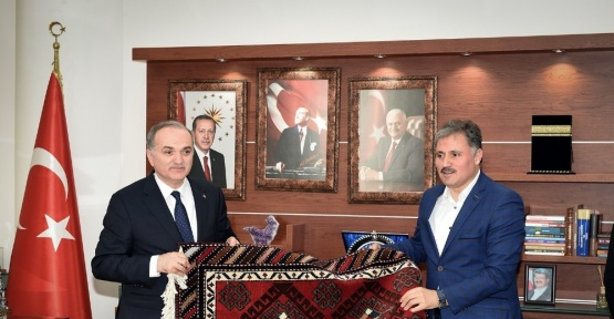Bakan Özlü, Malatya Büyükşehir Belediyesini ziyaret etti