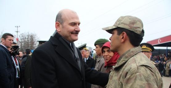 Bakan Soylu'dan üçüz çocuklarını aynı anda askere gönderen anne ve babaya tebrik