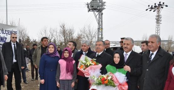 Bakanlar, Şehit Ömer Yekebağcı İmam Hatip Ortaokulu'nun açılışını yaptı
