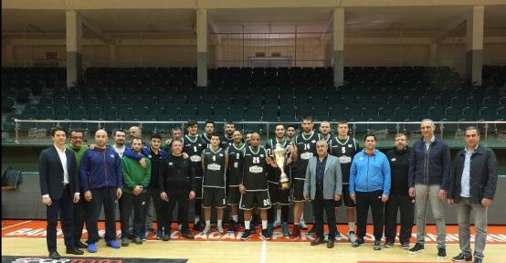 Banvit Türkiye Kupası'nı Bandırma'ya getirdi
