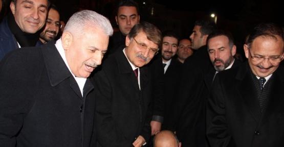 Başbakan ile ayakkabı boyacısı arasında güldüren diyalog