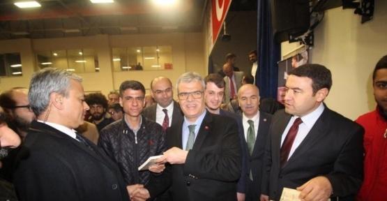 """Başbakan Yardımcısı Kaynak, üniversiteli gençlere  """"Başkanlık ve Parlamenter Sistem"""" konferans verdi"""