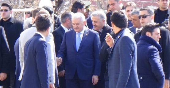 Başbakan Yıldırım, Ardahan Valiliğini ziyaret etti