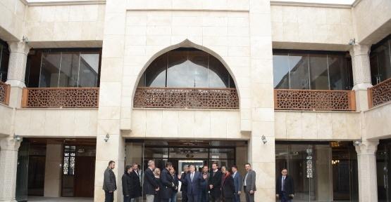 Başkan Akyürek, İslam Kültür Merkezinde incelemelerde bulundu