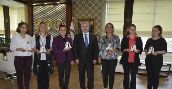 Başkan Baran'dan kadın personele jest