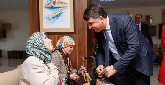 Başkan Fadığloğlu Huzurevi sakinleri ile buluştu