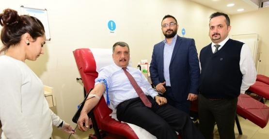 Başkan Gürkan, kan bağışında bulundu