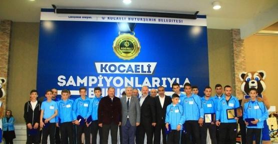 Başkan Karaosmanoğlu, başarılı sporcularla buluştu
