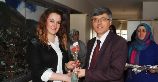 Başkan Yardımcısı Ali Avcıoğlu ve Hayrettin Eldemir bayan personelin Kadınlar Günü'nü kutladı