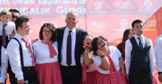 Başkan Zolan farkındalık gününde 'özel çocuklarla' bir araya geldi