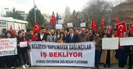 Başkent'te atanamayan sağlıkçılar eylem yaptı