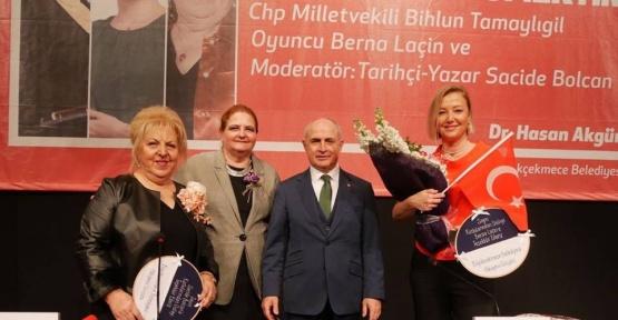 """Berna Laçin: """"Kadının bin ömrü de olsa hepsini Atatürk'e borçlu"""""""