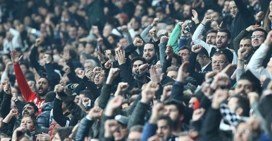 Beşiktaş Stadı İzmir Marşı İle İnletti !