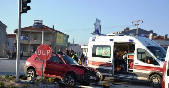Biga'da trafik kazası; 3 yaralı
