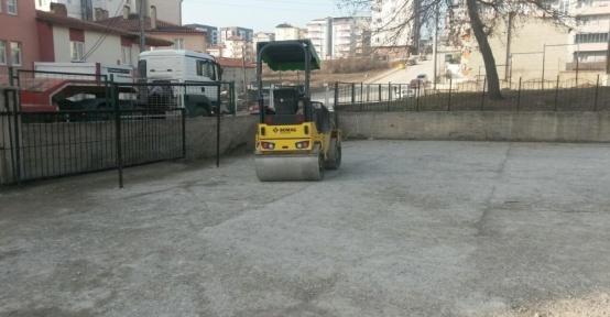 Bilecik Malhun Hatun İlkokulu bahçesine sıcak asfalt