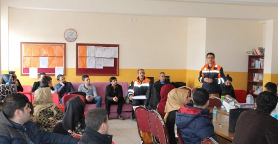 Bingöl AFAD ekipleri, öğrencileri bilgilendirdi