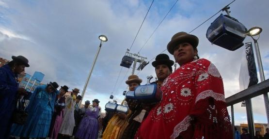 Bolivya'da iki şehir arasına teleferik hattı çekildi