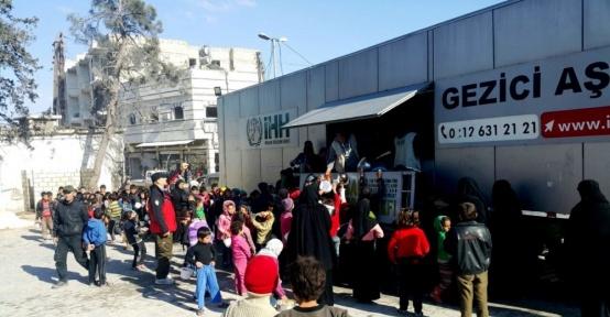 Bombardıman altındaki Humus El-Waar'dan tahliyeler başladı