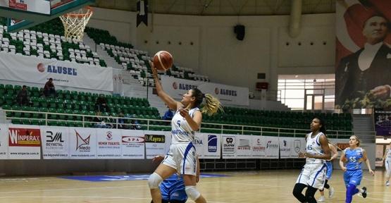Bornova Becker Spor, evinde nağmalup devam ediyor