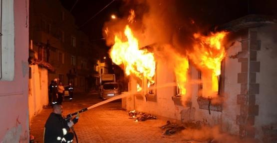Boş ev alev alev yandı
