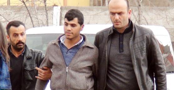 Boşandığı eşini kucağındaki çocuğu ile öldüren şüpheli tutuklandı