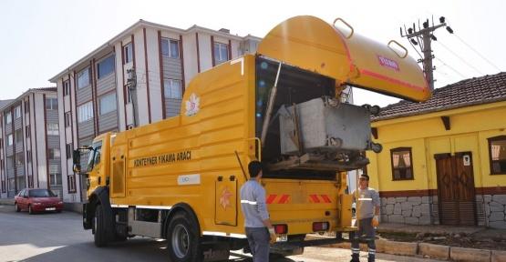 Bozüyük'te çöp konteynerları dezenfekte ediliyor
