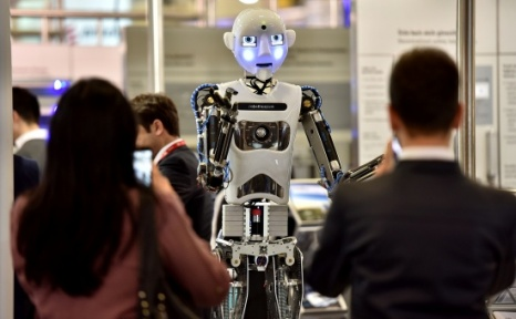 Bu Robotlar Şarkı Da Söylüyor Tablet De Kullanıyor