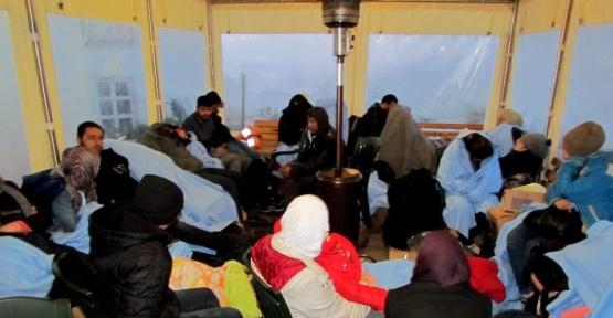 Çeşme'de denizden ve karadan 105 sığınmacı yakalandı