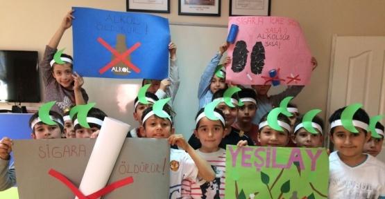 Çocuklar Yeşilay Haftasını kutladı
