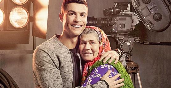 Cristiano Ronaldo İle Ümmiye Koçak Aynı Karede