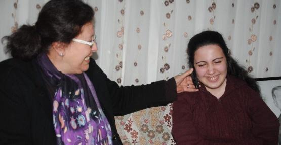 Cumhurbaşkanı Erdoğan'ın hediyeleri engelli Rabia'ya ulaştı