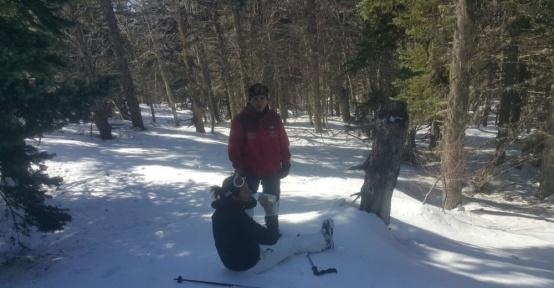 Dağda kaybolan kadın kayakçı ayak izlerinden bulundu