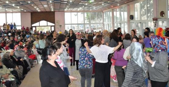 Depremzede kadınlara moral konseri