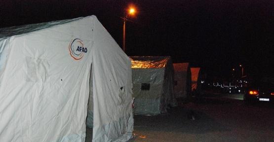 Depremzedeler için çadırlar kurulmaya başlandı