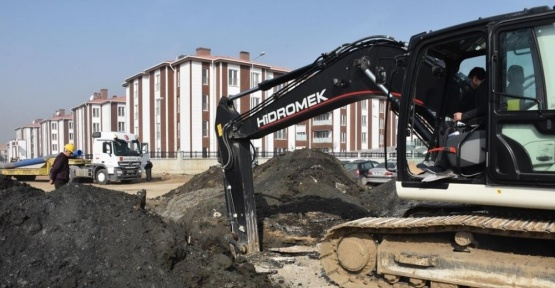 Düzce Belediyesi yeni hattın bağlantıları yapılıyor