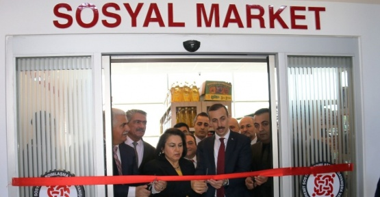 Edremit'te sosyal market ve giyim mağazası açılışı