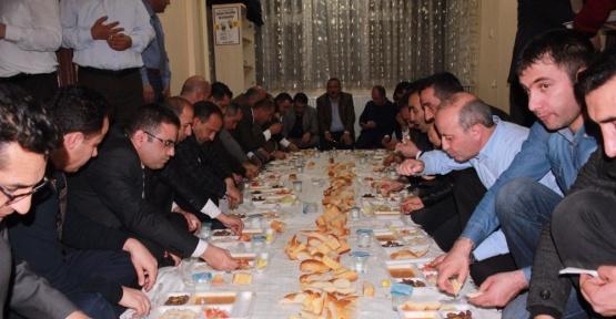 Ensar Vakfı, STK ve kanaat önderleri yemekte bir araya geldi