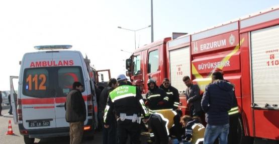 Erzurum'da tır ile otomobil çarpıştı: 5 yaralı