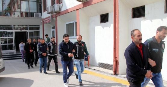 Evi 'esrar' yuvası haline getiren şüpheliler tutuklandı