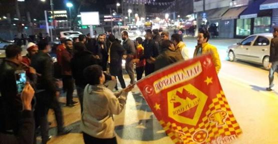Evkur Yeni Malatyasporlu taraftarlar şampiyonluk havasına girdi