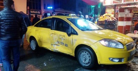 Fatih'te tramvay taksiye çarptı: 4 yaralı