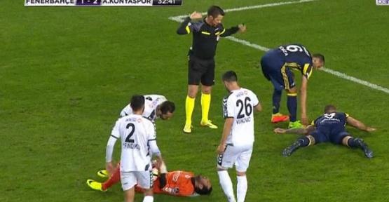 Fenerbahçeli Futbolcuya Sakatlık Şoku