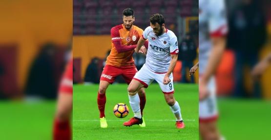 Galatasaray'da Hakan Balta da sakatlar kervanına katıldı