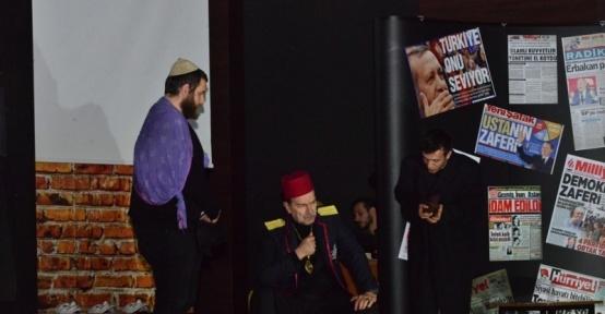 Gediz'de 'matruşka oyun içinde oyun tiyatrosu' sahnelendi