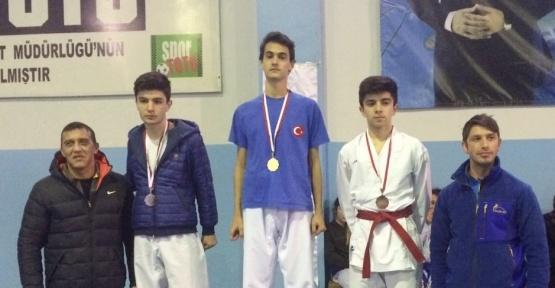 Genç karateciler hedef büyüttü