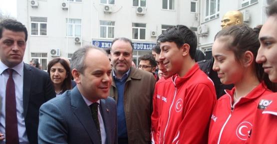 """Gençlik ve Spor Bakanı Akif Çağatay Kılıç: """"Avrupa'da ırkçılık dalgası yükseliyor"""""""
